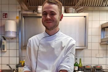 Valentin Petri präsentiert in den Warnemünder Hübner Hotels das Valentintags-Menü.