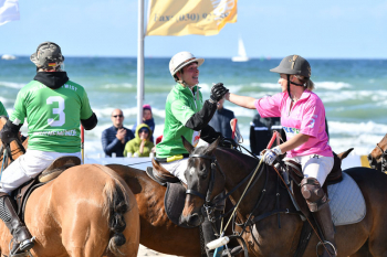 Fair Play auch beim packenden Finale des Polar Twist Beach Polo World Masters Warnemünde.