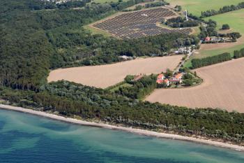 Der Solarpark Stoltera ist die größte Solaranlage Rostocks.
