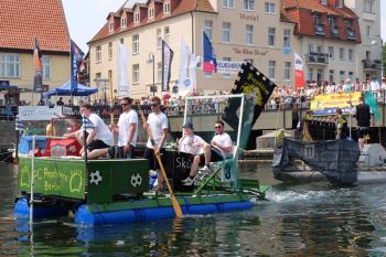Das 29. Waschzuberrennen startet am Sonnabendmittag auf dem südlichen Alten Strom und ist seit Jahren ein Publikumsmagnet.