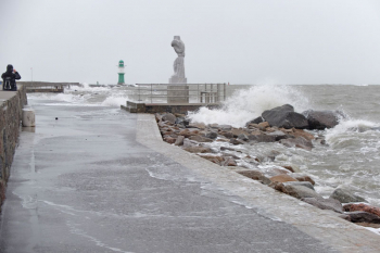 Erneut Sturmhochwasser in Warnemünde. Hier ein paar Impressionen...