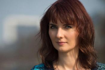 Die Berliner Singer-Songwriterin Paulina ist am Sonnabend, den 2. April, zu Gast im Café Ringelnatz.