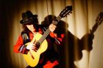 Der Berliner Musiker Jens-Peter Kruse, alias El Alemán, spielt am Gründonnerstag im Warnemünder Hotel Neptun.