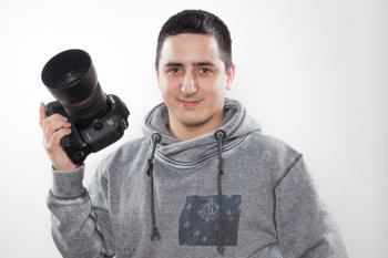 Fotograf und Hundeversteher Ercan Yildirim ist am Sonntagmorgen zu Gast beim Promi-Frühstück am Meer im Hotel Neptun.
