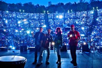 Das Musiktheater Rumpelstil lädt am Freitag zum 2. Taschenlampenkonzert in den Warnemünder Kurhausgarten.