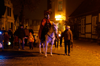 Am 11. November lädt Warnemünde zum Martinsumzug durch den Ort.