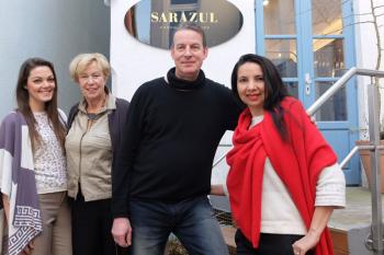 Freuen sich auf die zehnte Auflage des Mode-Dinner im Warnemünder Hotel Neptun: Olga Ruth Plaza (r.) und Manfred Schild von Sarazul Cashmere, Model Nadine Richert (l.) und Veranstalterin Barbara Weyrich.