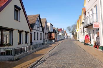 In der Warnemünder Alexandrinenstraße wird es auch weiterhin Ferienwohnungen geben.