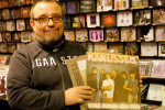 Doc Buhse vom Warnemünder Kult-Plattenladen Coaast freut sich auf die Autogrammstunde mit Karussell.