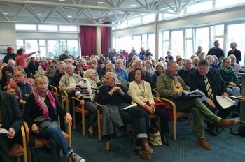 Großes Publikums-Interesse bei der Vorstellung des Funktionsplans Mittelmole im Technologiezentrum Warnemünde.