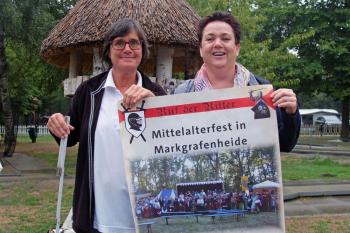 Die Tage im Camping- und Ferienpark Markgrafenheide werden ruhiger. Eventmanagerin Heike Buhrow (l.) und Personalchefin Carmen Wüstemann bereiten das Mittelalterfest, am 15. und 16. September, vor.