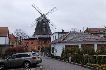 Die Bauvoranfrage zur Bebauung des Warnemünder Mühlenhofs fiel auch beim Bau- und Planungsausschuss der Rostocker Bürgerschaft durch.