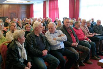 120 interessierte Gäste kamen zum gestrigen zweiten Treffen der Bürgerinitiative zum Erhalt des Landschaftsschutzgebietes Diedrichshäger Land.
