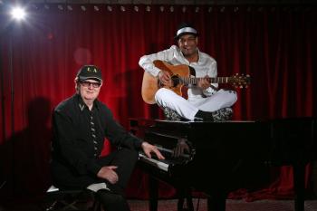 Larry Harms und Andy Holz servieren im Ringelnatz Warnemünde ein musikalisches Menü aus vorweihnachtlichen Erlesenheiten des Swing.