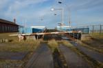 Bis an das Fährbecken reichen die alten Bahngleise auf der Warnemünder Mittelmole. Jetzt soll dieses technische Denkmal zerstört werden.