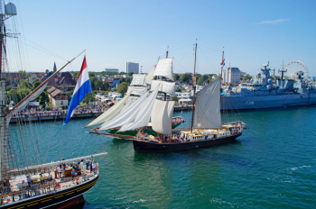 Die 27. Hanse Sail vom 10. bis 13. August lockt mit einer dreieinhalb Kilometer langen Erlebnismeile in Warnemünde und Rostock.