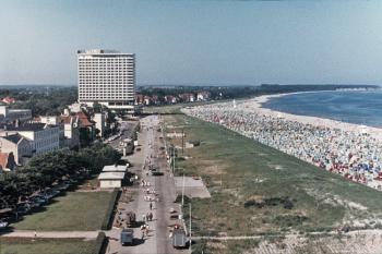 """Das Hotel """"Neptun"""" an der Strandpromenade von Warnemünde"""