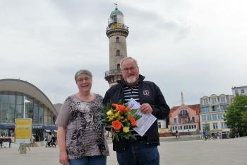 Feiern heute Corona-bedingt nur in kleinerer Runde mit der Familie: Klaus Möller und Ehefrau Karin.