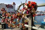 Was geschieht mit den Warnemünder Liebesschlössern, wenn die Brücke repariert wird?
