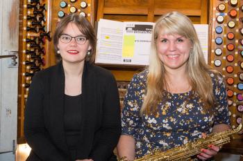 Die beiden lettischen Musikerinnen L?ga Auguste (Orgel) und Santa Bukovska (Saxophon) gestalten das Warnemünder Kirchenkonzert am Sonnabend.