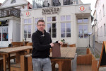 """René Kroboth-Stolte ist Restaurantleiter im """"Zwanzig12"""" in Warnemünde. Er zeigt volles Verständnis für die vorübergehende Schließung der Restaurants und Gaststätten auch im Ostseebad."""