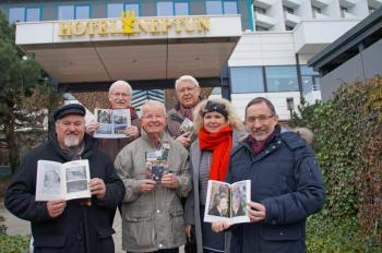 Klaus Möller, Achim Schade, Walter Vogt, Gerhard Lau, Maria Pistor und Matthias Redieck (v.l.) präsentieren stolz die 19. Ausgabe des Tidingsbringer.