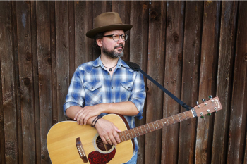 Der Berliner Musiker Tobias Panwitz ist Trailhead und gastiert am Freitag im Ringelnatz Warnemünde.
