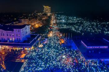 80.000 Menschen feierten gestern das 21. Warnemünder Turmleuchten.