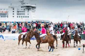 Spannende Poloturniere am Strand von Warnemünde