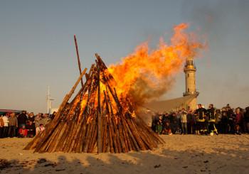 Osterfeuer am Warnemünder Strand
