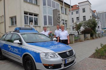 In der Saison 2016 hat die Polizeistation Warnemünde ihr Domizil im Haus des Deutschen Wetterdienstes in der Seestraße 15a.